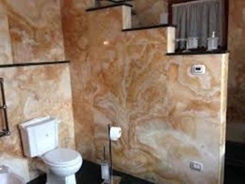 parete bagno, arredo bagno in marmo, rivestimenti bagno in marmo, rivestimento bagno, Poggio Mirteto
