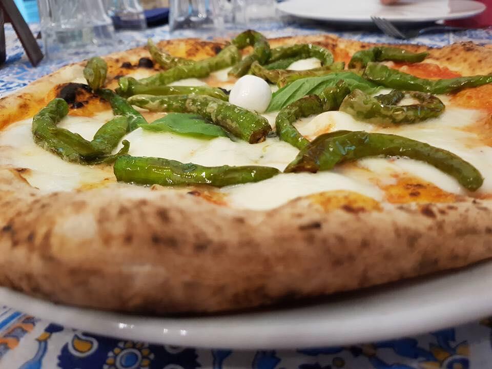 Pizza margherita appena sfornato e dentro la scatola a Castel San Giorgio, SA