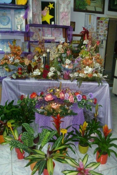 Gli addobbi e i fiori in negozio