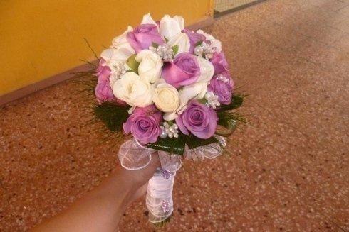Composizione di rose di vario colore