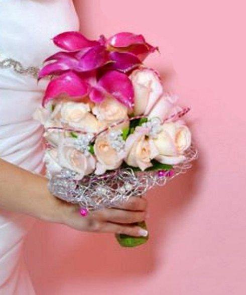 Bouquet per sposa bianco e rosa