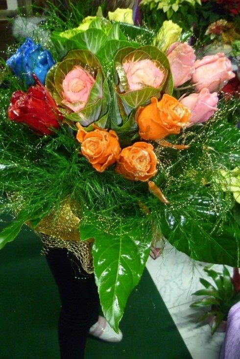 Mazzo di rose di diverso colore