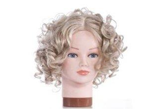 Parrucca con capelli ricci e corti