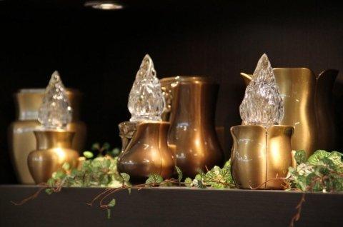 Accessori in bronzo per lapidi