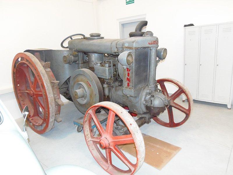 trattore d'epoca restaurato
