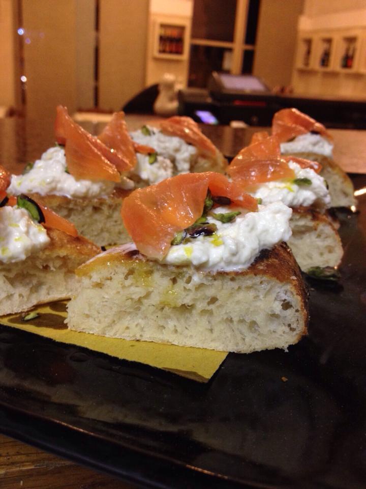 focaccia con crema di formaggio e salmone