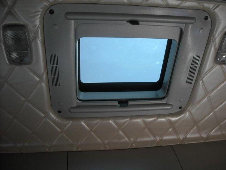 tettuccio-e-interno-cabina