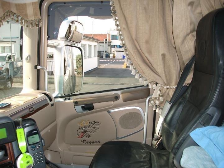 interno cabina camion