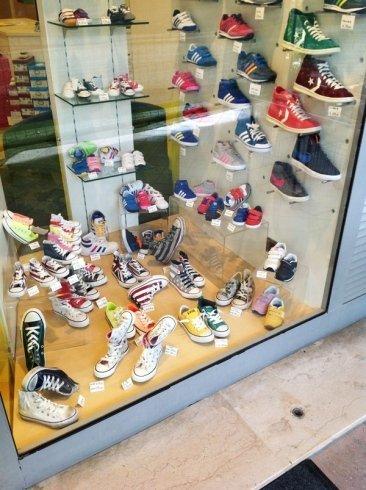 negozio per bambini,accessori per bambini, vendita scarpe