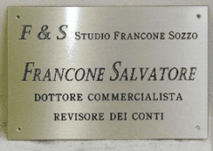 TARGA IN OTTONE SATINATO CON FIANCO LUCIDO SCATOLATA
