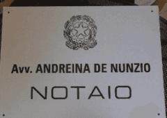 TARGA IN ALLUMINIO  CON LOGO REPUBBLICA  + TESTO INCISO NERO