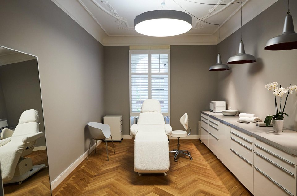 Liposuction room in central Munich
