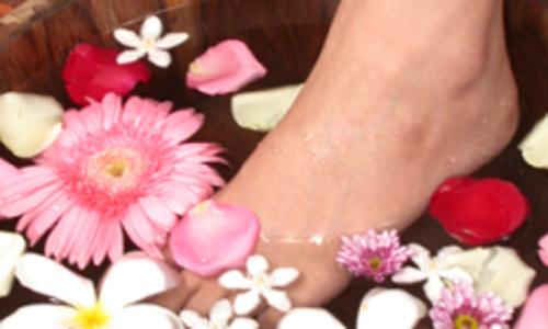 cura della persona piedi a centro estetico