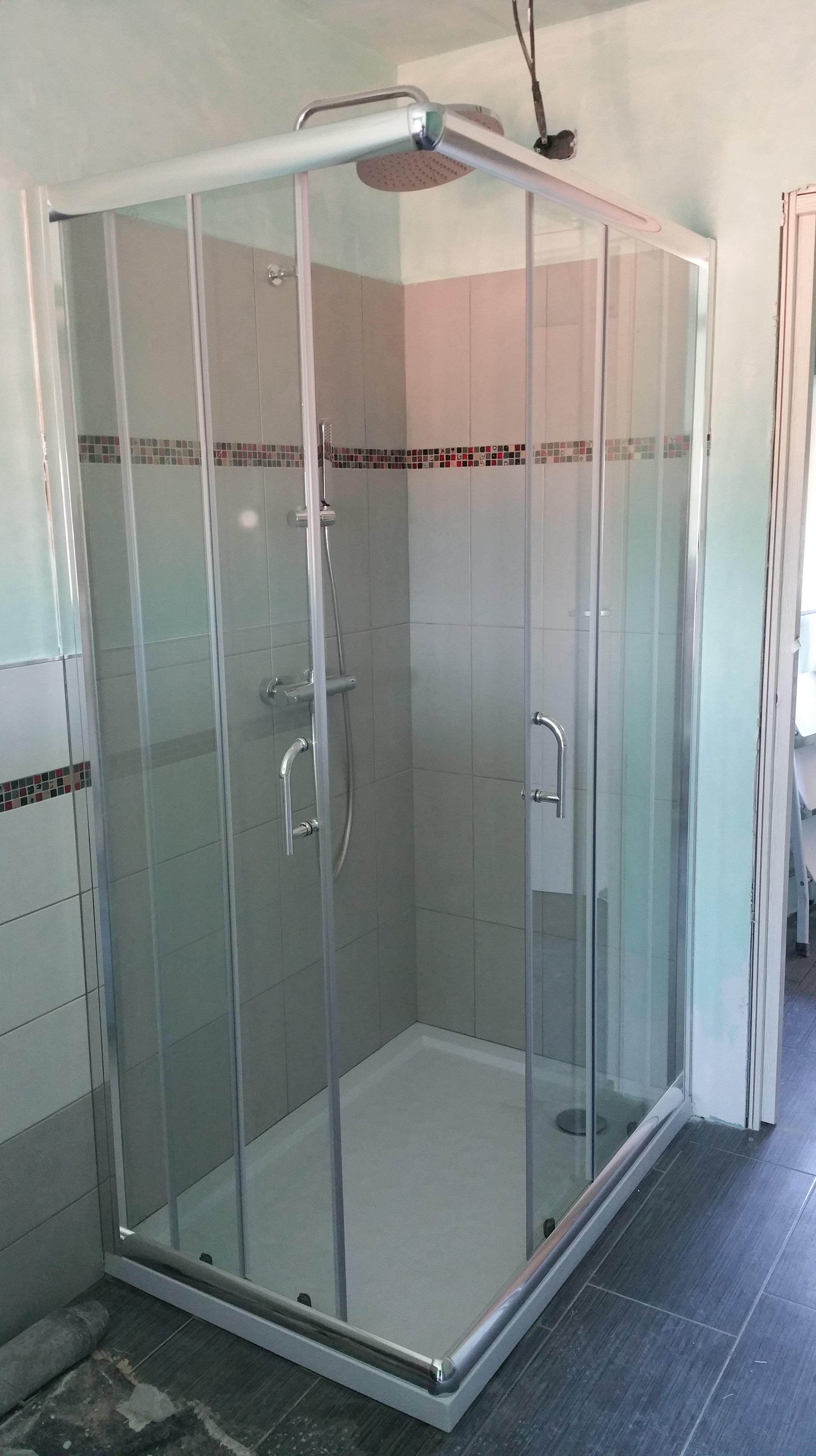 doccia con vetrate