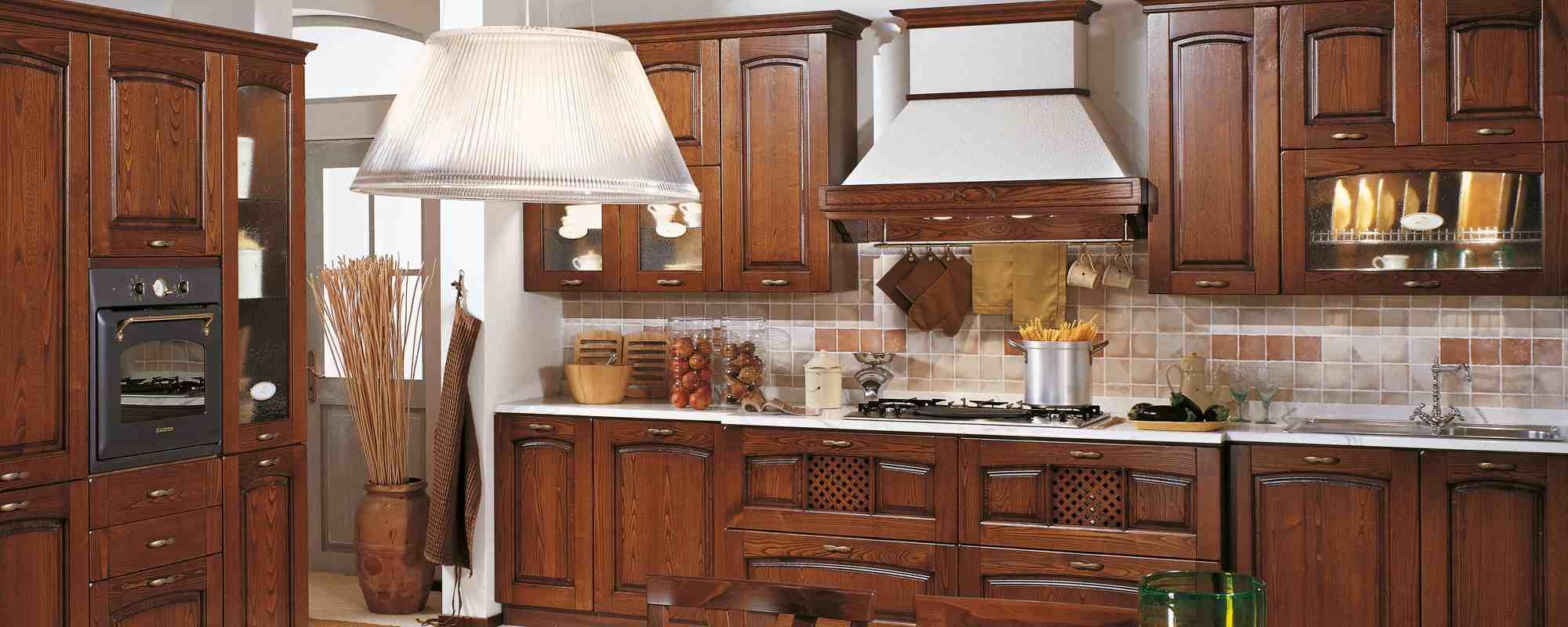 Cucine classiche vibo valentia scarcia arredamenti - Colore parete cucina noce ...