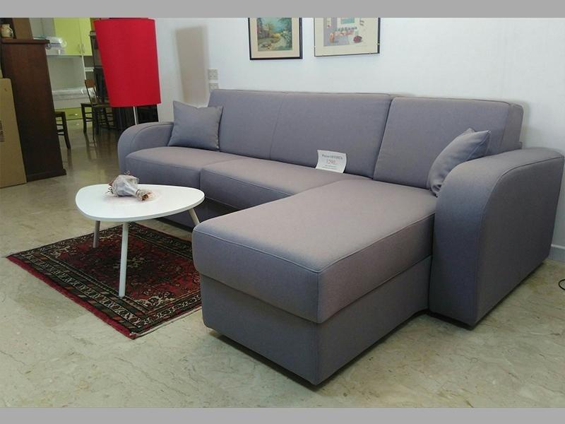 divani con poggiapiedi