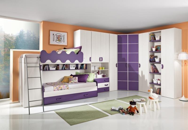 cameretta bianca e viola
