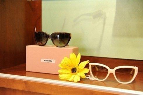 La nostra proposta di occhiali da vista poggia sulle solide competenze del laboratorio di ottica dello showroom
