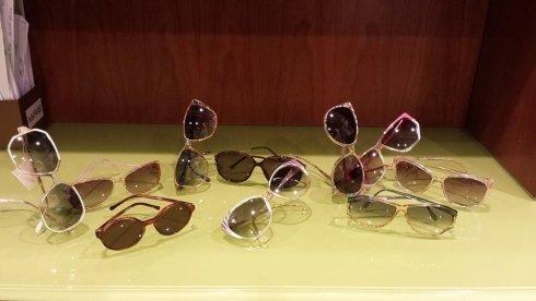 Un paio di occhiali da sole per ogni giorno della settimana