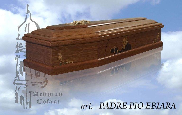 una bara in legno modello Padre Pio Ebiara