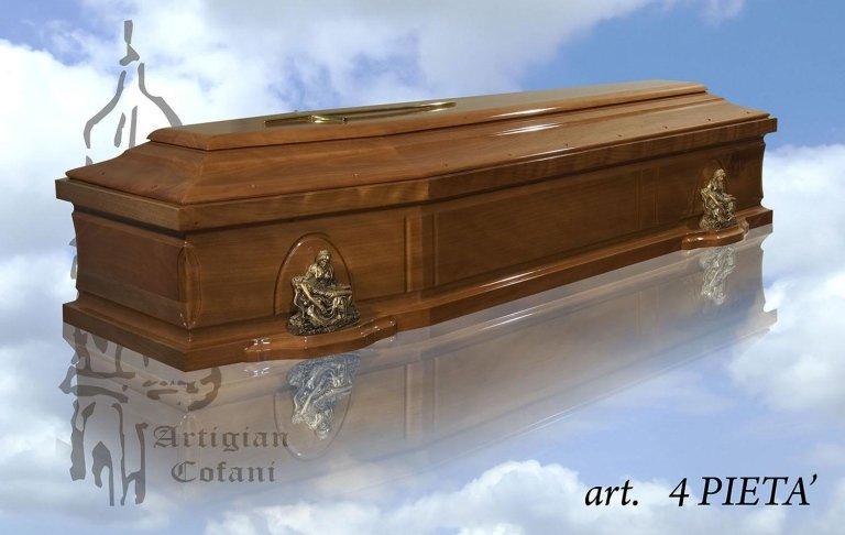 una bara in legno modello 4 Pieta'
