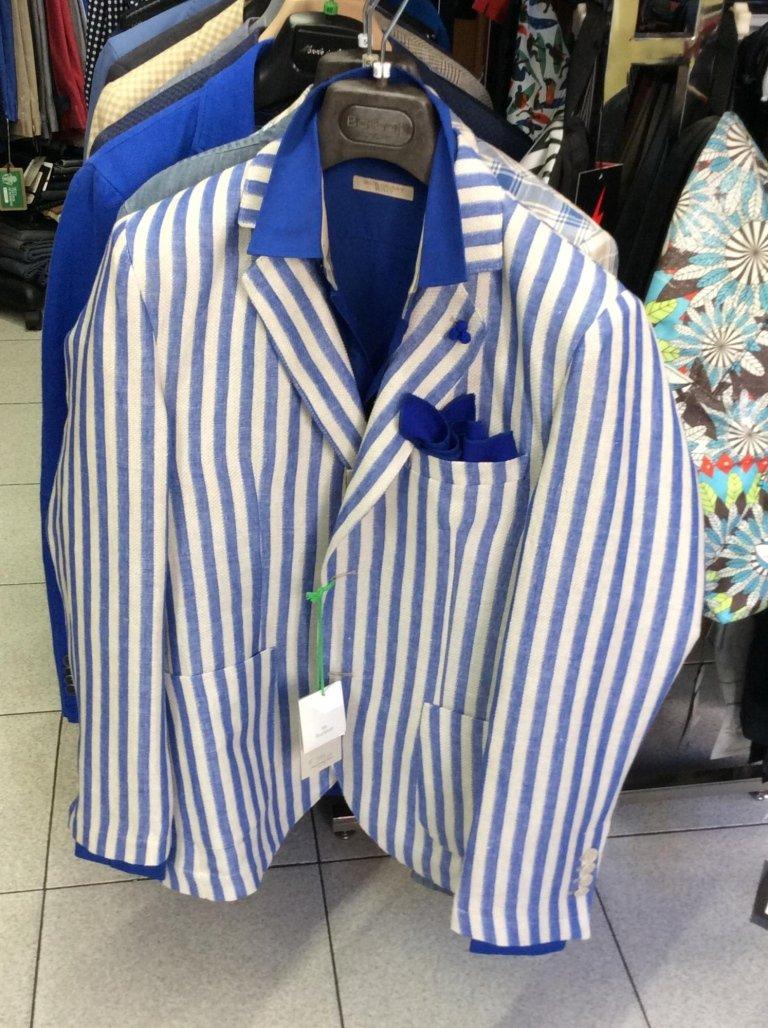delle giacche da uomo in varie colori