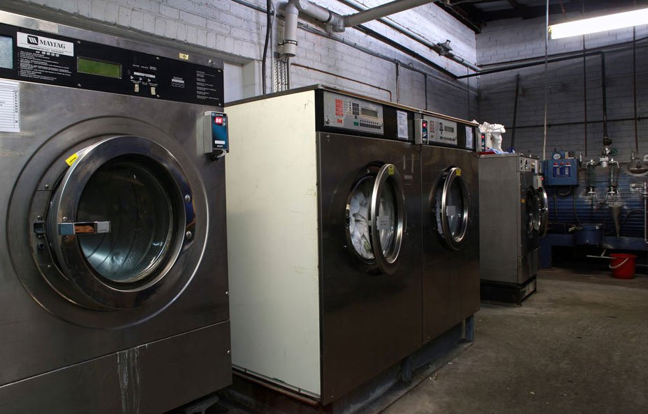 new look drycleaners laundry and linen service cleaning machines in a room
