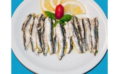 piatto di alici marinate