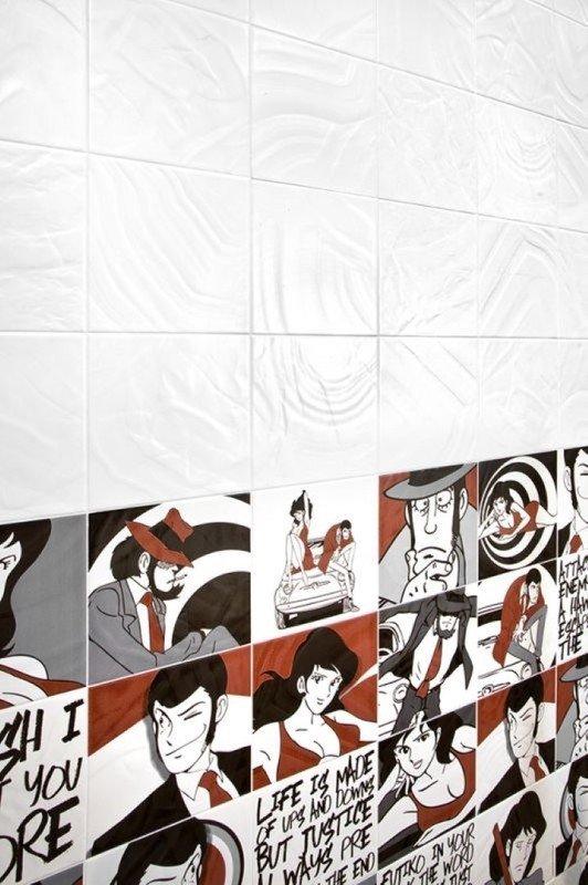 Foto del disegno delle piastrelle bianche che coprono la parte della parete che non esistono fumetti