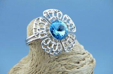 Anello a forma di fiore con cristallo blu