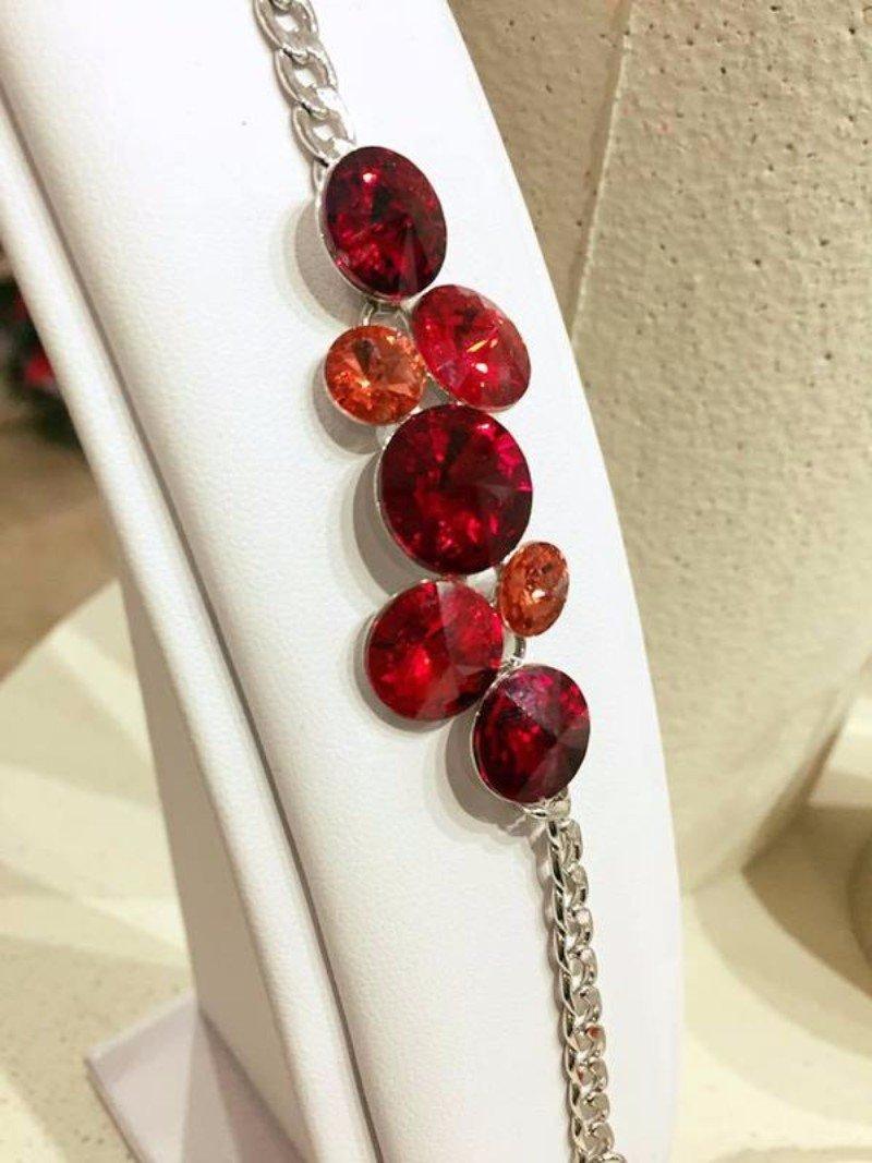 Braccialetto d'argento con sette vetri rossi di diversa ampiezza e tonalità
