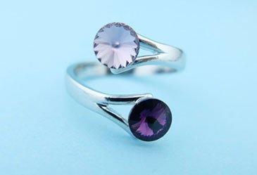 Anello di spirale con cristallo bianchi e lilla