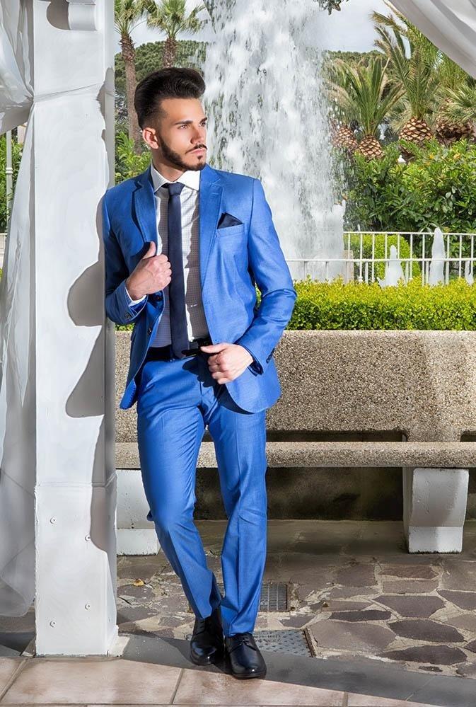 Abbigliamento color celeste