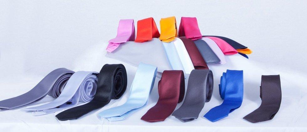 Cravatte in vari tessuti e colori per cerimonia e sposo