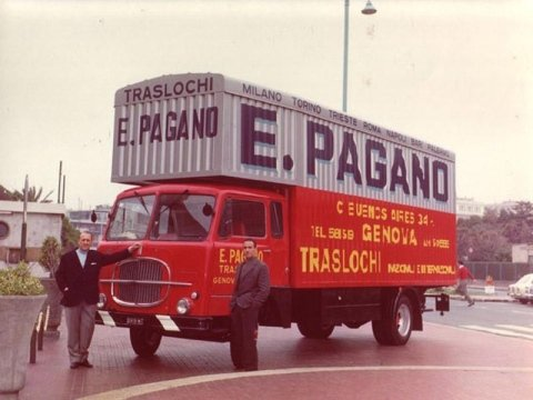 Mezzo storico trasporti della Pagano Traslochi di Genova