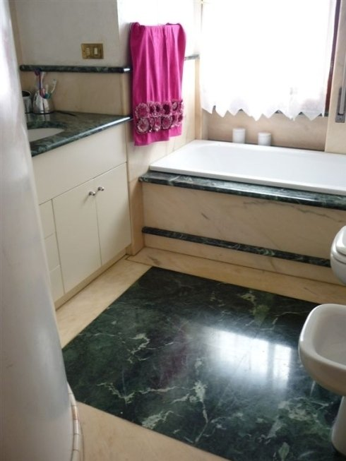 Top e pavimenti per bagno di marmo