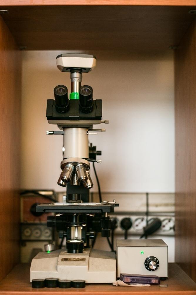 Controllo provino su microscopio ottico