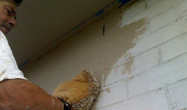 man-plastering-wall