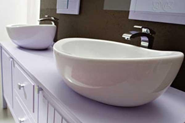 Dettaglio mobile lavabo lilla