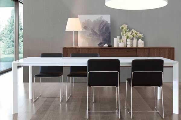 Tavolo da pranzo bianco e vetro