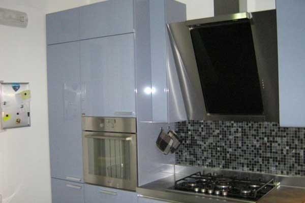 Cucina laccata celeste