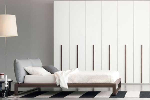 Camera da letto bianco e legno