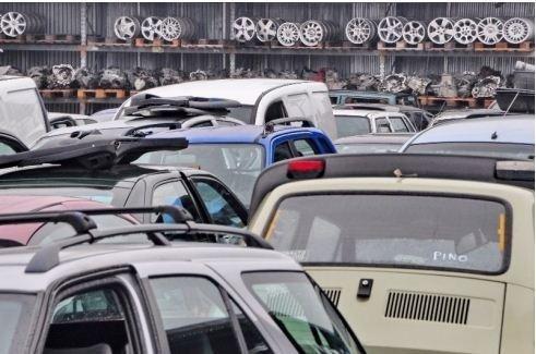 magazzino di automobile