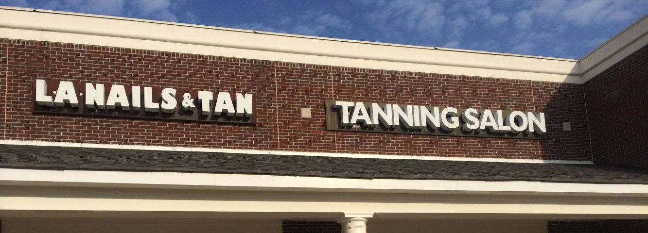 The name sign of the LA Nails & Tan studio