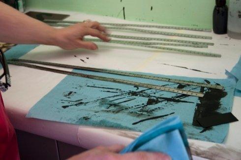 trattamenti superficiali, lavorazione articoli in metallo, finitura righelli in metallo