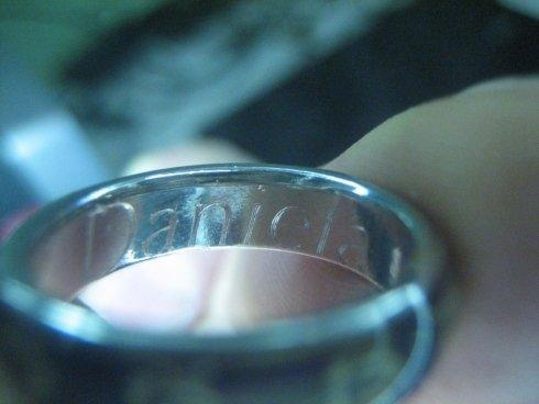 Incisione su anello, dettaglio