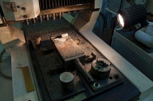 incisioni di alta precisione, lavorazioni di alta qualità, incisioni su superfici in metallo