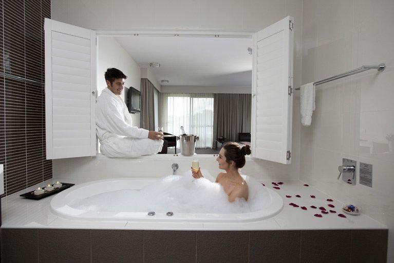 Macquarie Inn Platinum Room Bathroom
