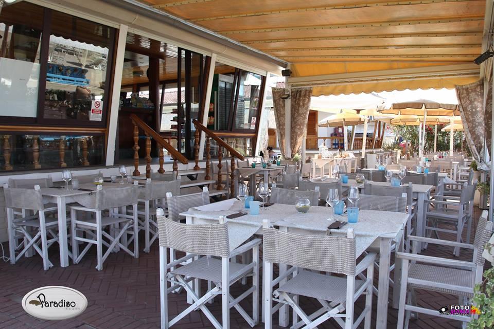 ristorante con terrazza coperta