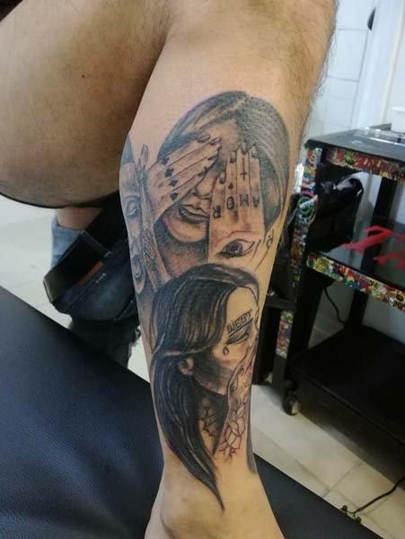 Tatuaggi donna con mani sugli occhi